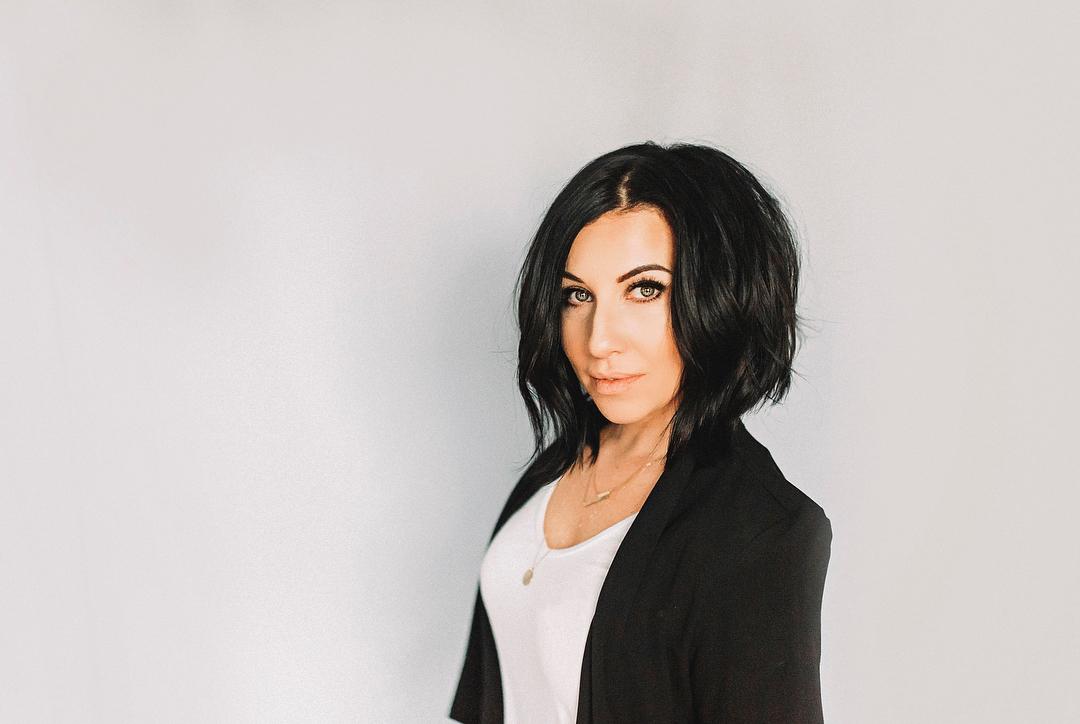 короткие причёски для женщин старше 40 фото 16