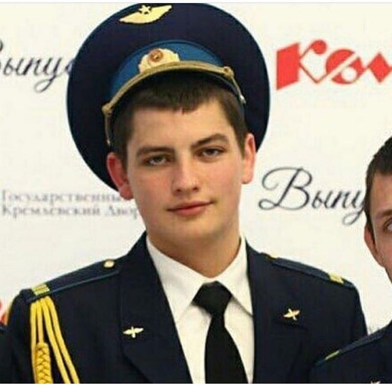 22-летний бортпроводник Максим Моисеев спасал пассажиров горящего Sukhoi Superjet до последней минуты
