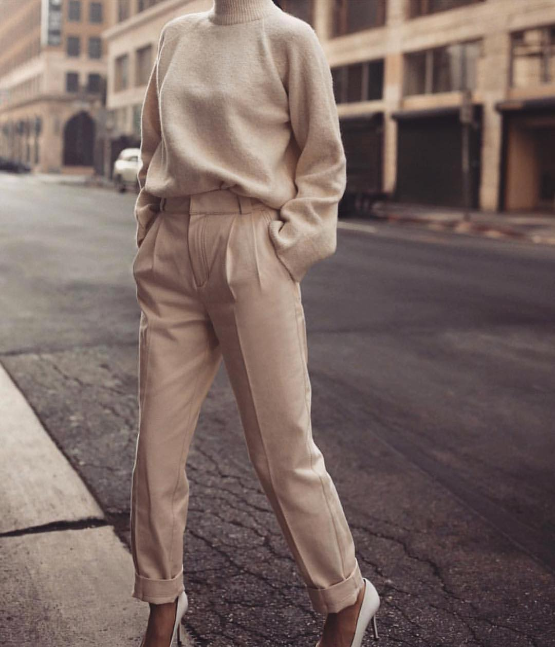 бежевые брюки фото 10