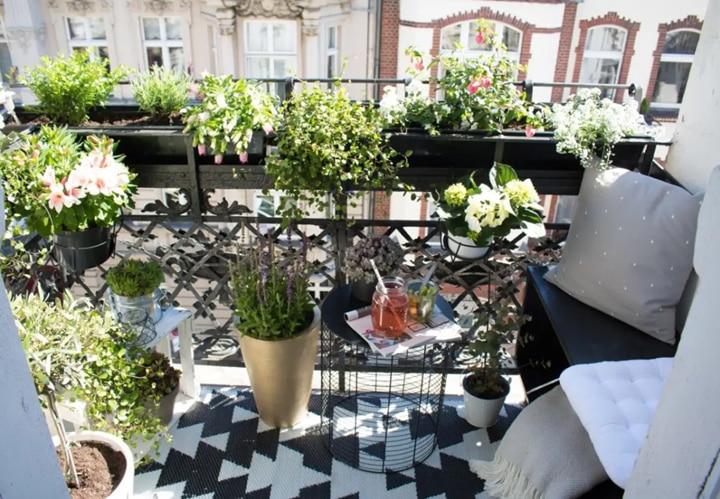 10 shikarnyh idej dlja malenkih balkonov
