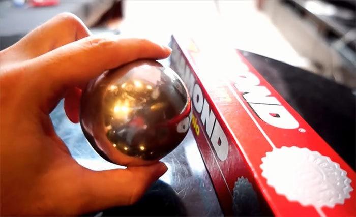 Японцы доводят до совершенства шарики из фольги, и результат впечатляющий