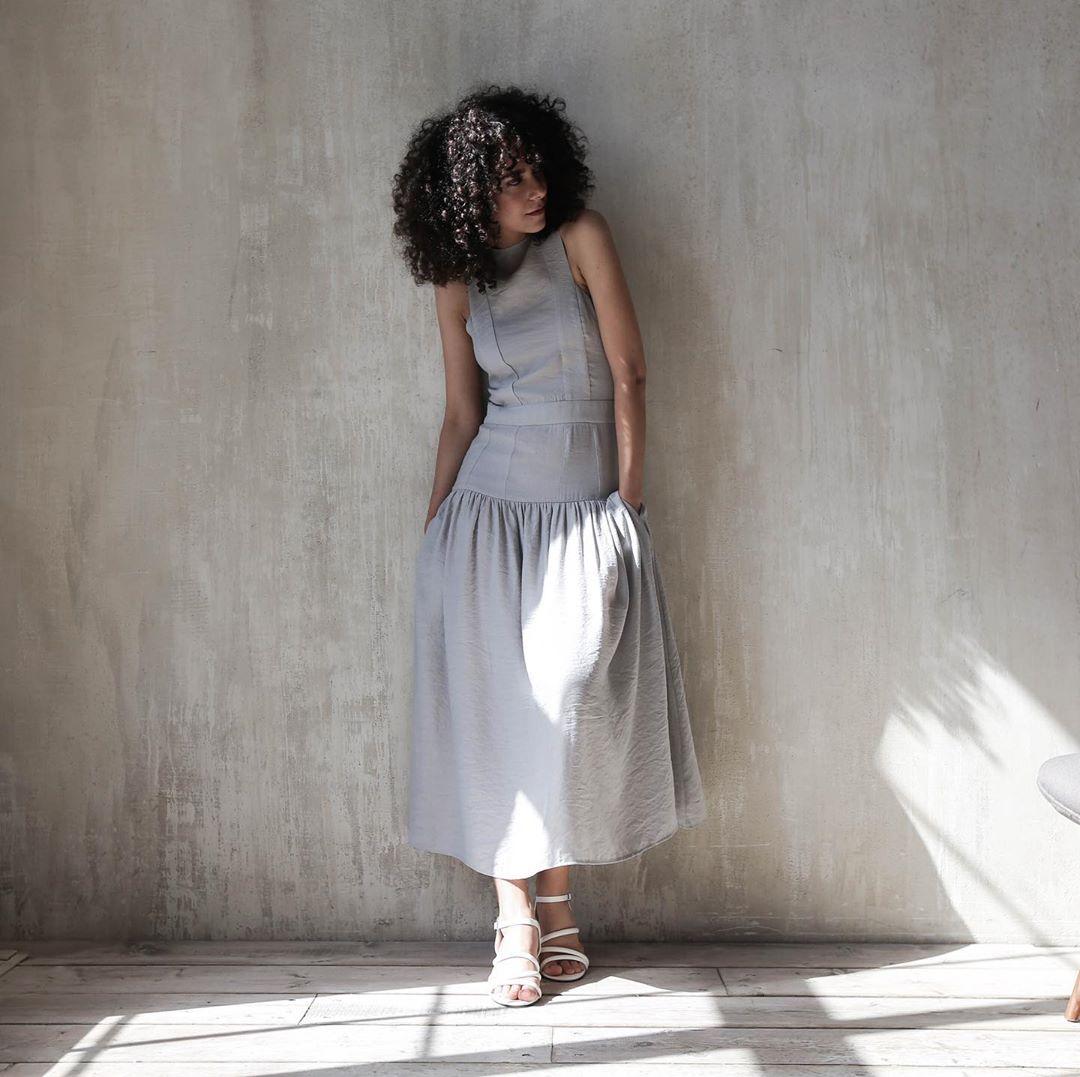 серое платье фото 15