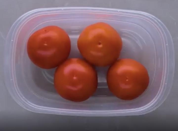 7 необычных лайфхаков, которые обещают дольше сохранить еду свежей