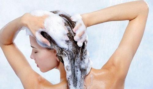 3 ошибки, которые вы обычно совершаете, когда сушите волосы