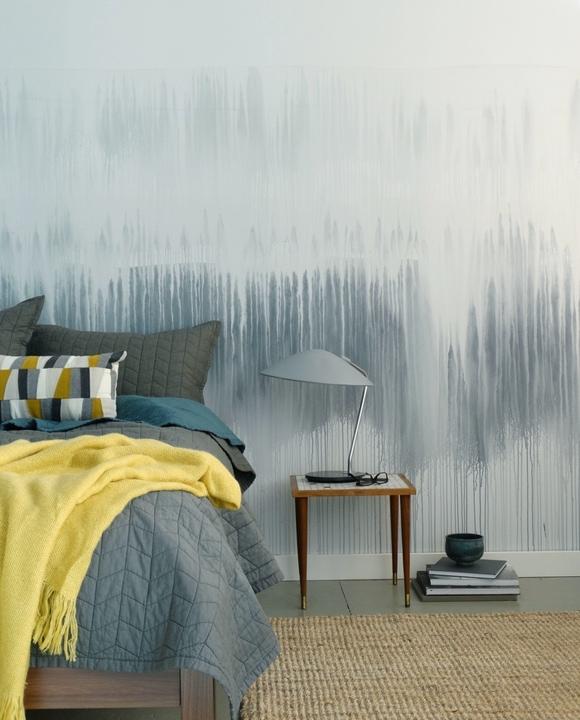 Девушка наклеила на стену скотч и облила краской. Результат превзошел все её ожидания