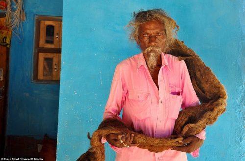 indijskij muzhchina ne myl svoj dvuhmetrovyj dred 40 let i nazyvaet ego blagosloveniem ot boga