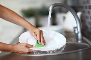 kak privesti ruki v porjadok posle mytja posudy