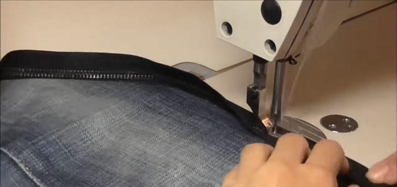 Если правильно разрезать джинсы, то можно получить отличный аксессуар