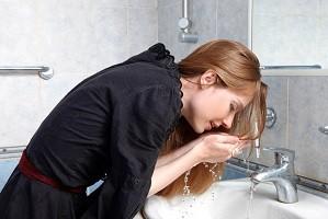 Надо ли умываться утром только водой? 5 женских альтернатив