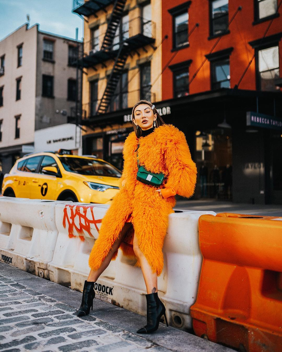 12 modnyh osennih obrazov v cvete oranzhevyj tigr orange tige