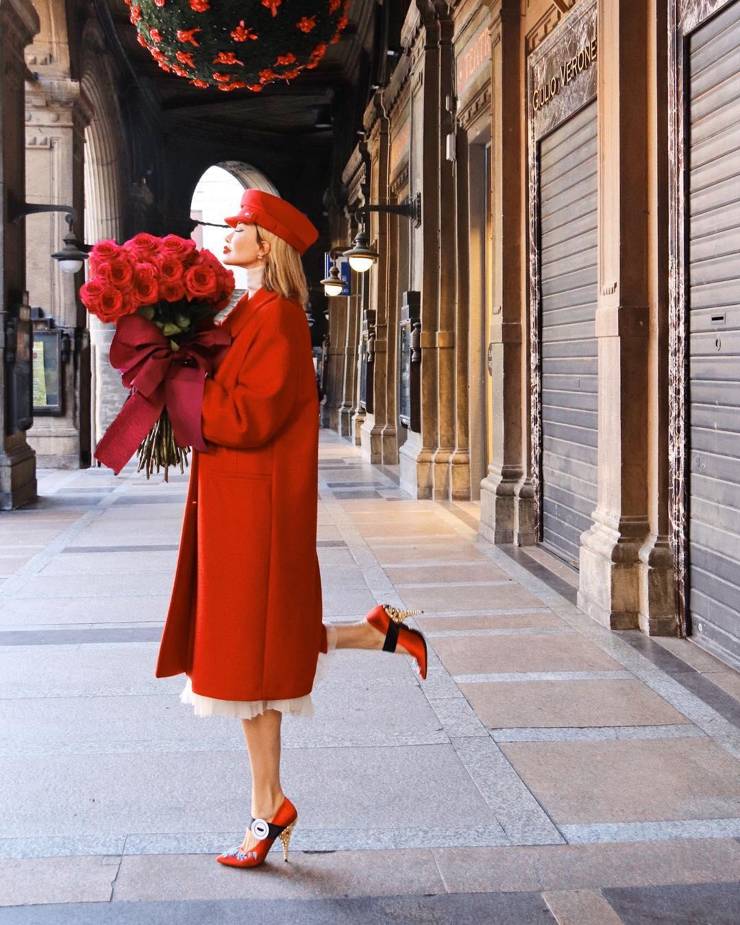 модные осенние образы в красном цвете фото 7