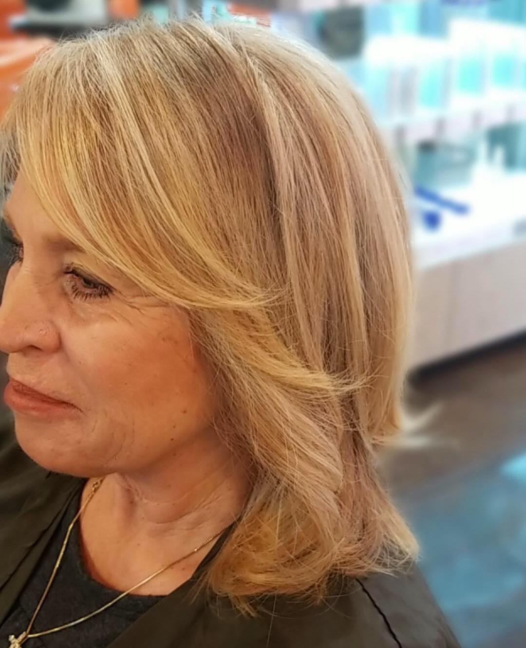 Стрижки после 50 лет на тонкие волосы фото 7
