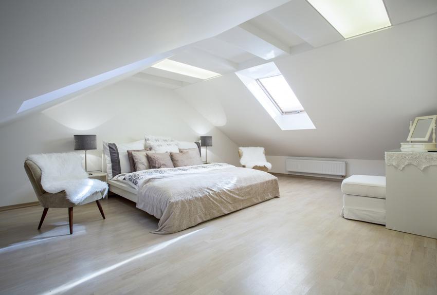 Идеи дизайна спальни на мансарде фото 21
