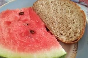 arbuz s chjornym hlebom