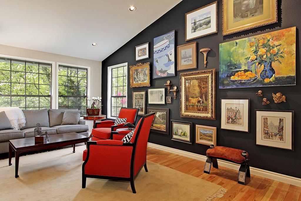 Идеи дизайна стен в гостиной комнате фото 12