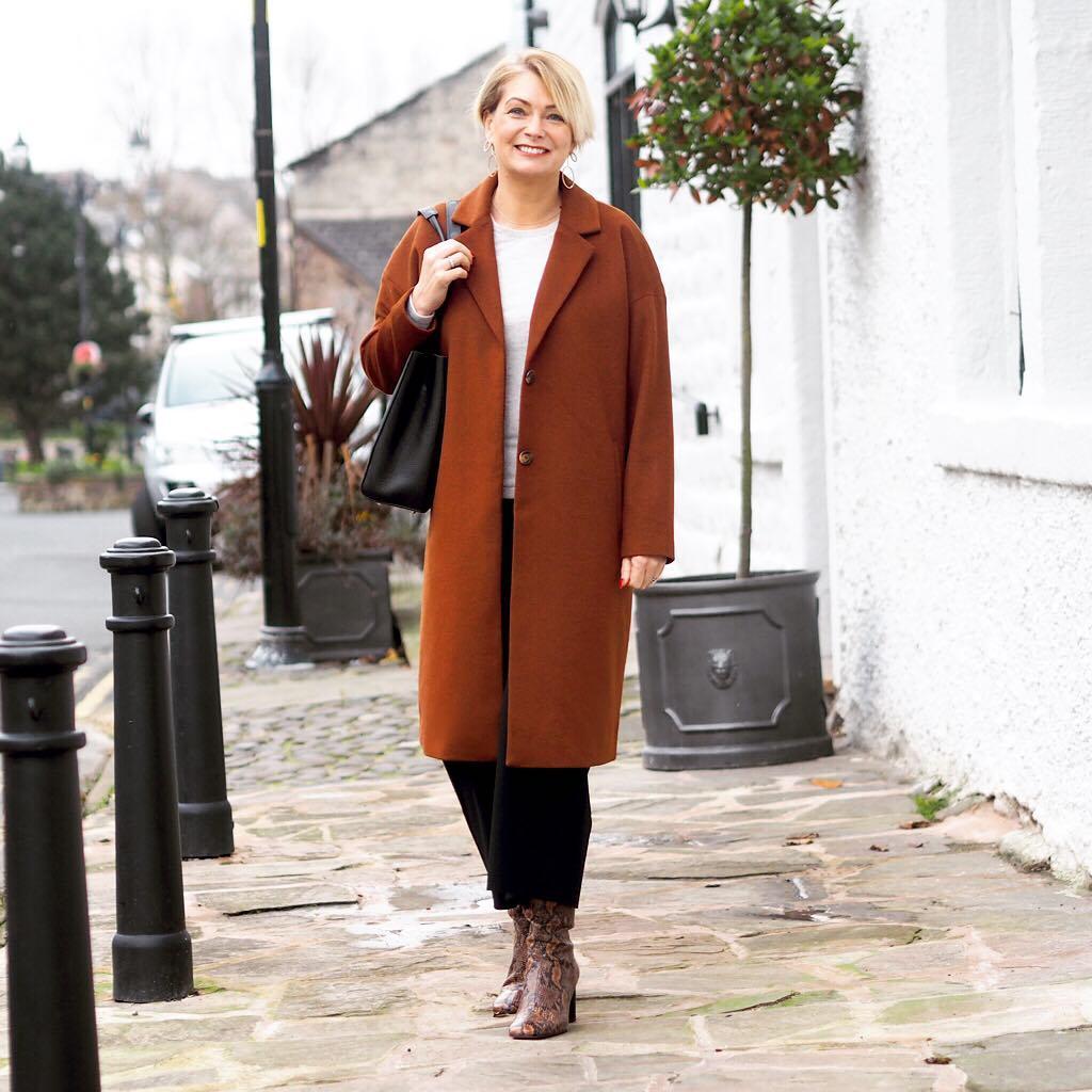 17 стильных моделей пальто для женщин 40 лет на 2020 год