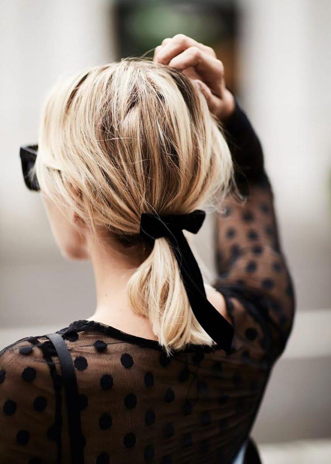 Хвост на средние волосы фото 8
