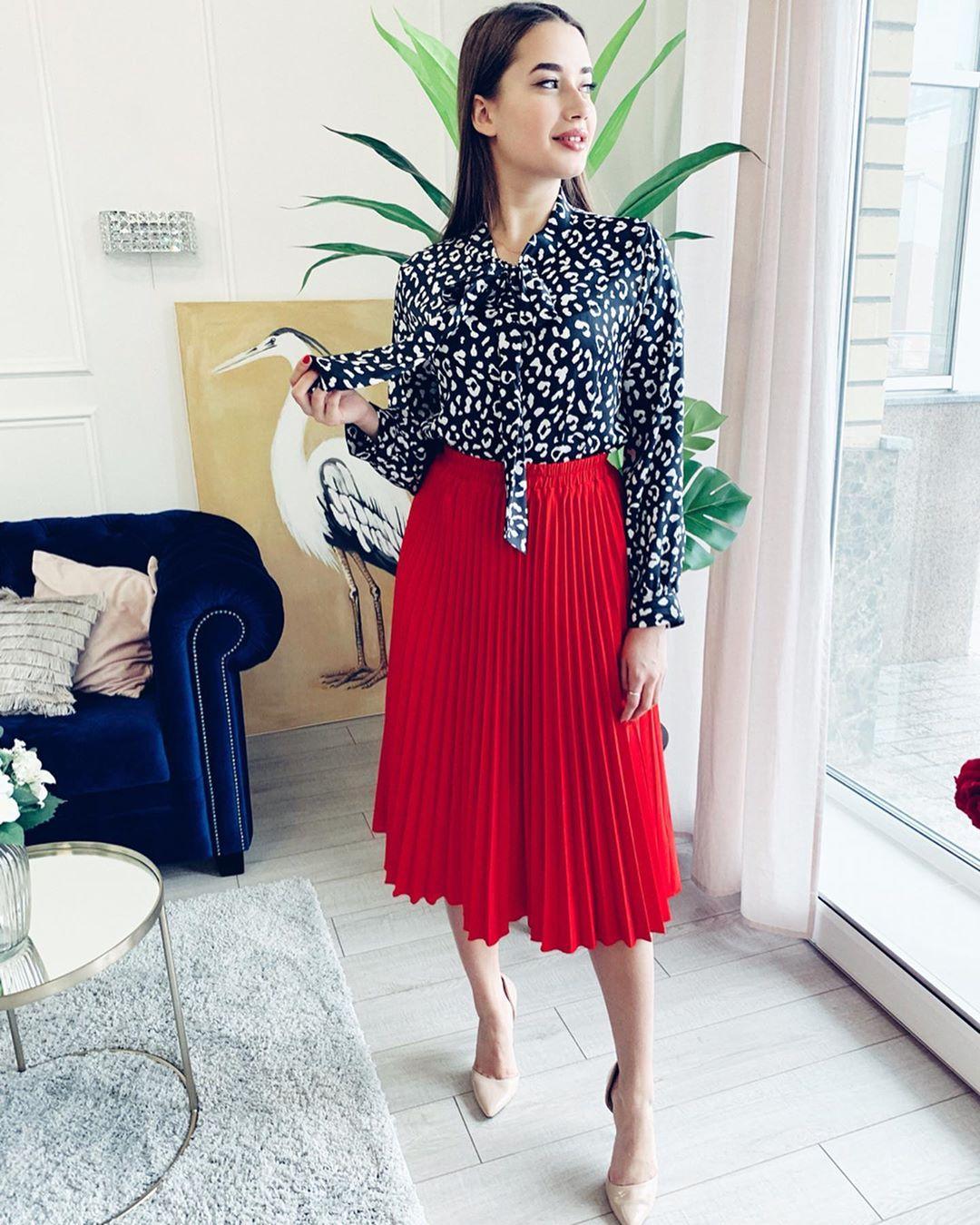 Красная юбка с блузой фото 11