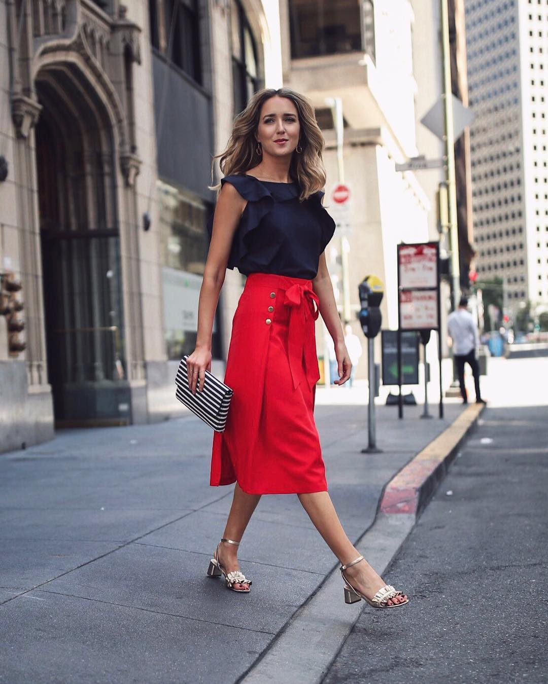 красная юбка + черная блузка фото 1
