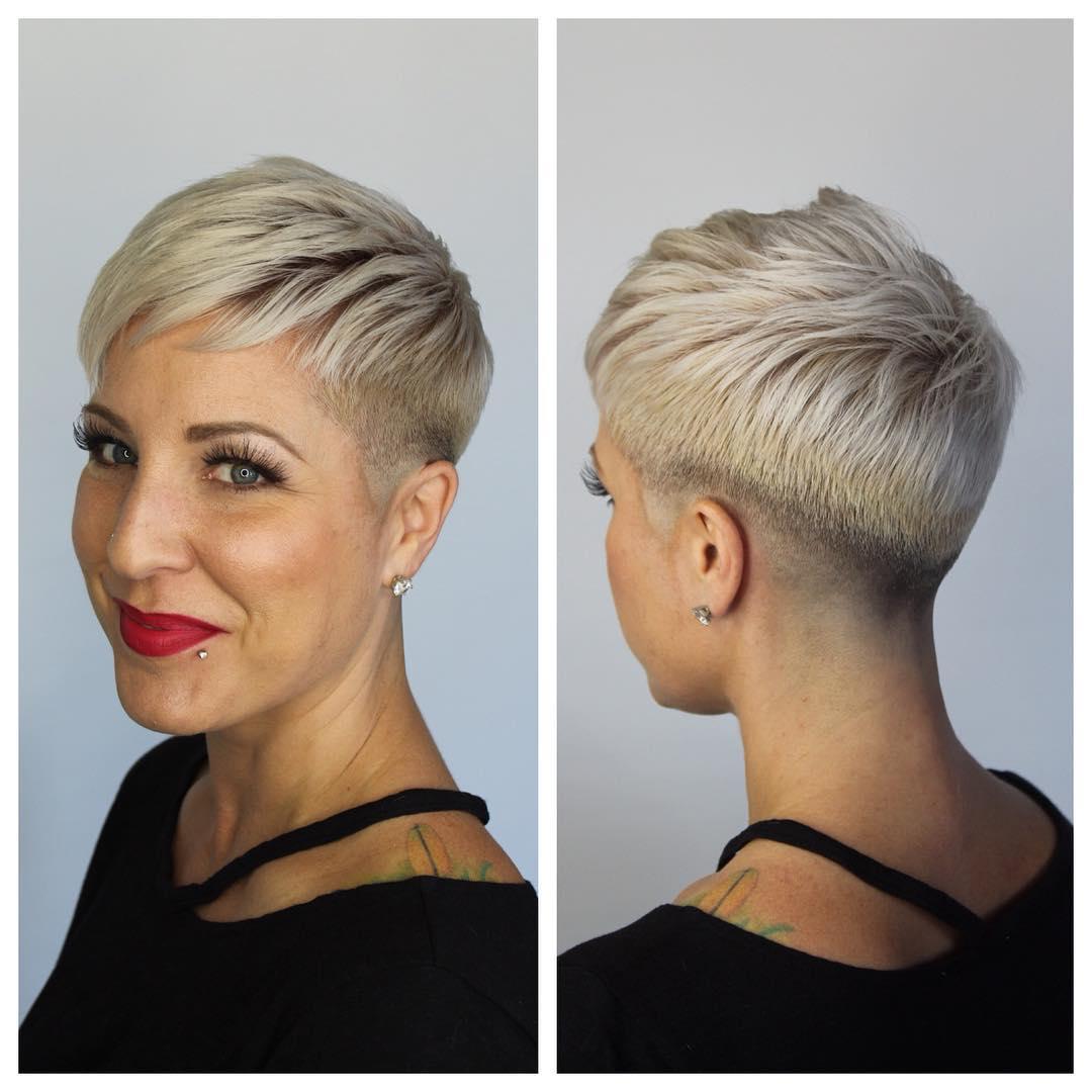 Женские стрижки на короткие волосы с разными челками фото 4