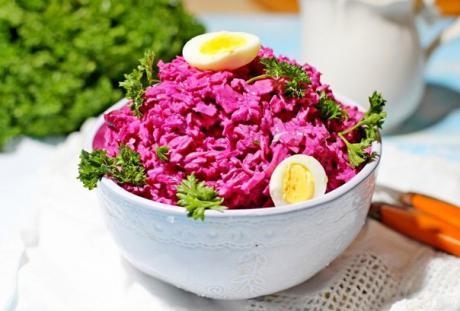 salat so svekloy i syrom 1