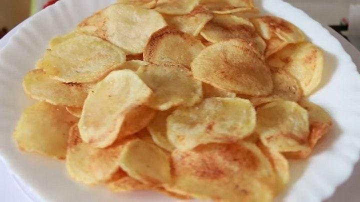 Вкусно, просто и без переплат: отличные чипсы домашнего приготовления