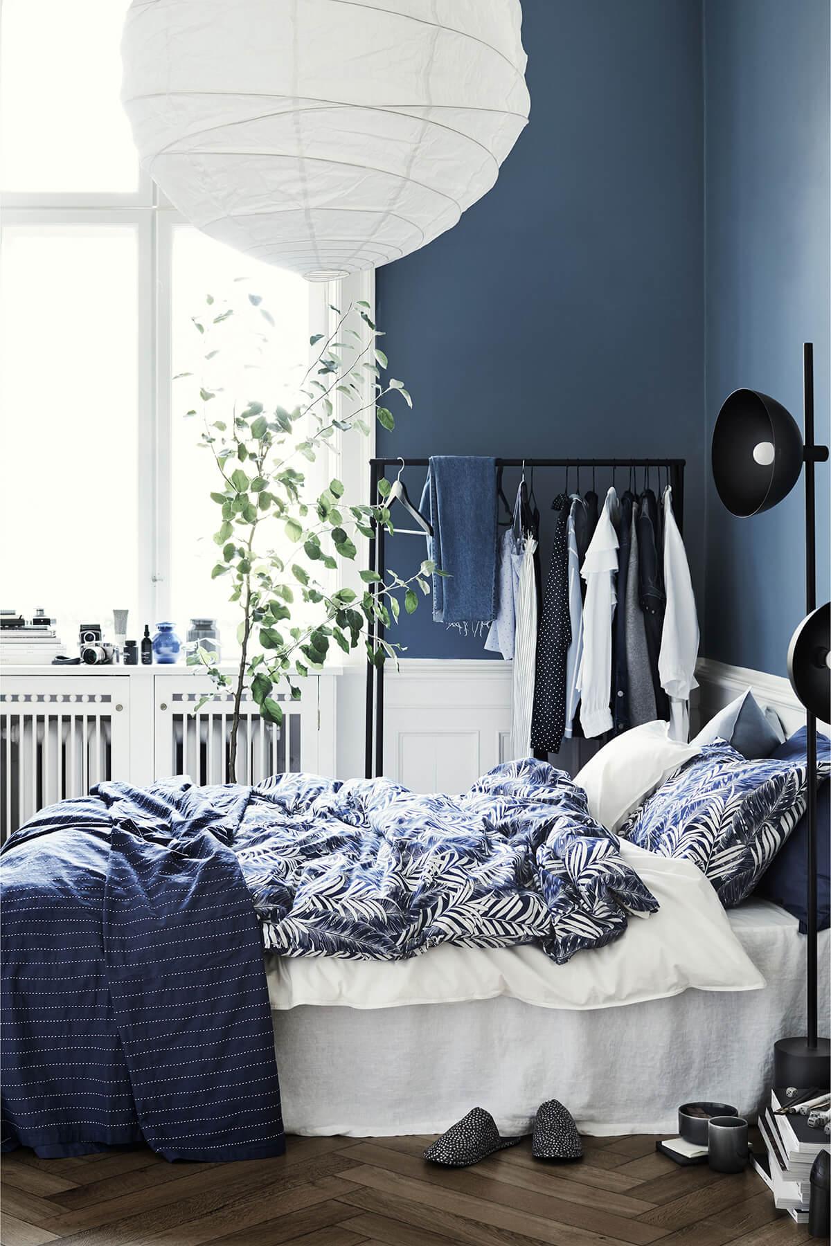 спальня в тёмно-синих тонах фото 7