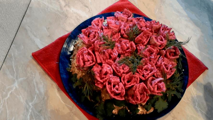 buket roz dlja gurmanov. potrjasajushhij salat dlja prazdnichnogo stola