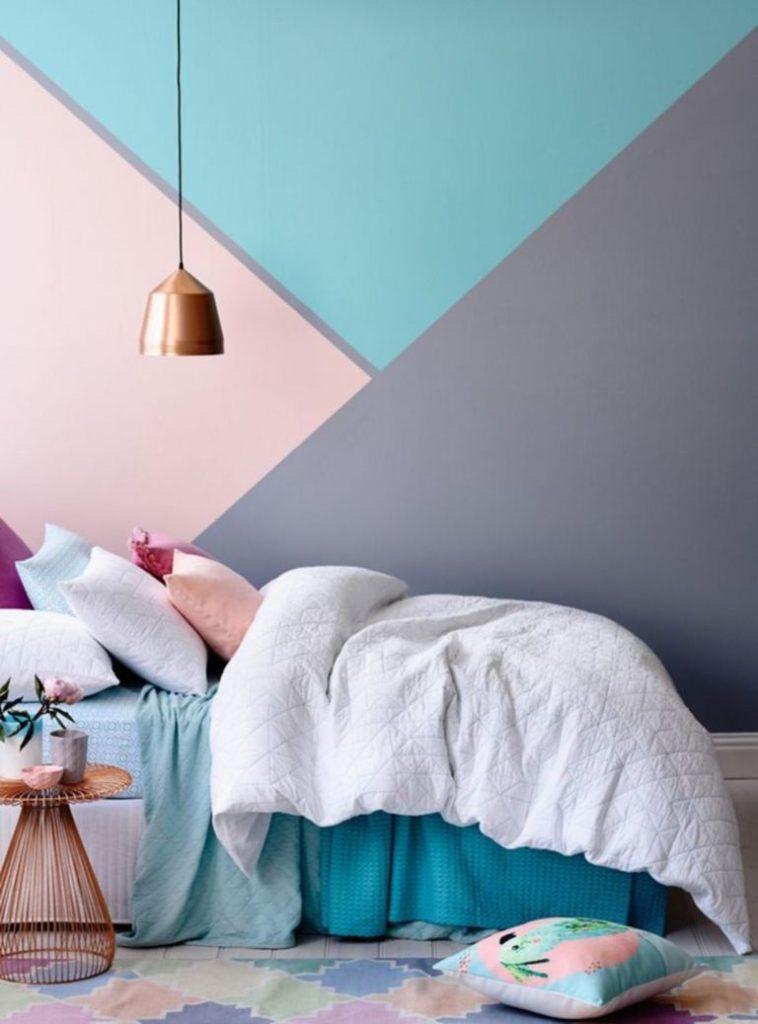ujutnye idei dekora steny dlja vashej spalni