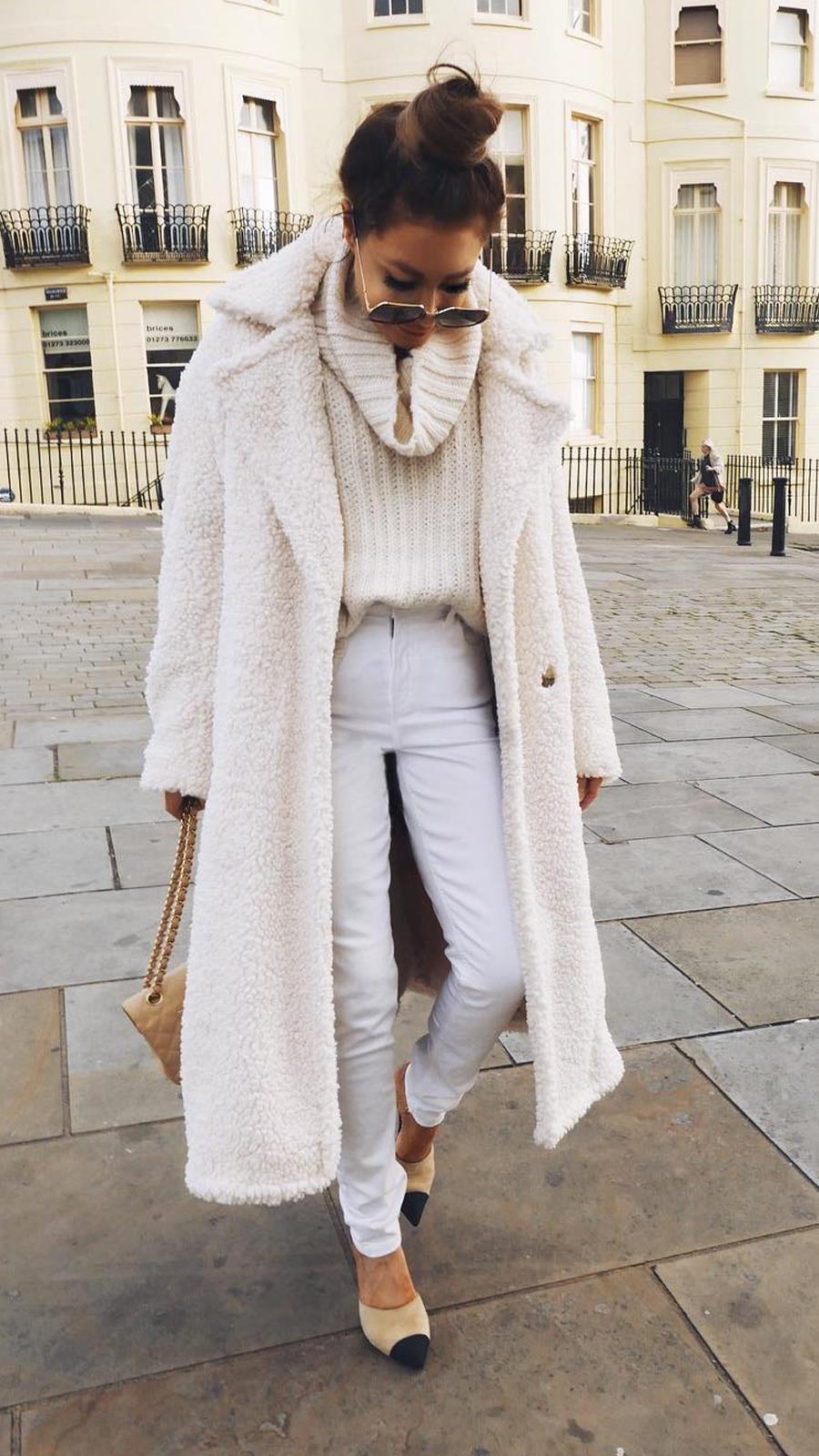 Модные зимние образы в белом цвете фото 7