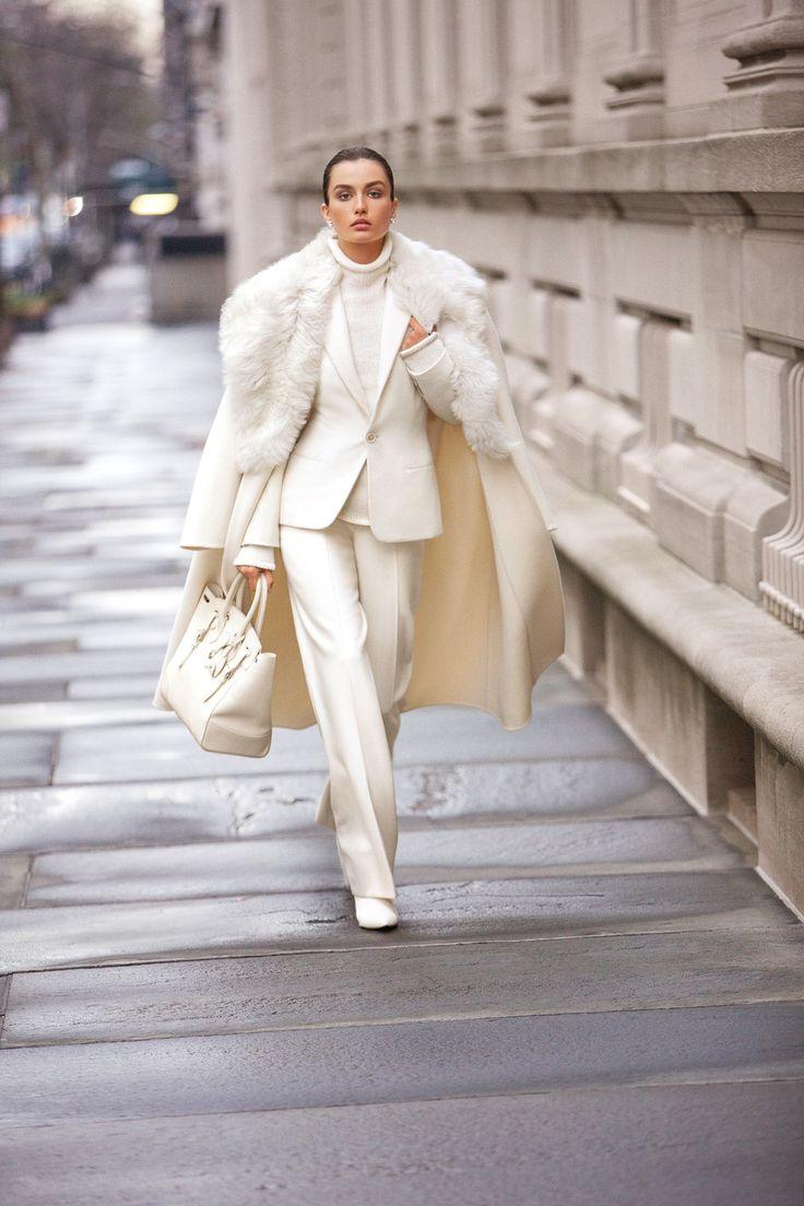 Модные зимние образы в белом цвете фото 8