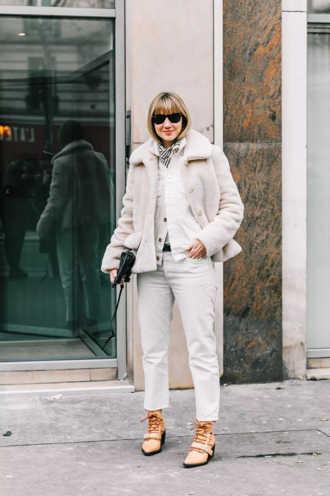 Модные зимние образы в белом цвете фото 13