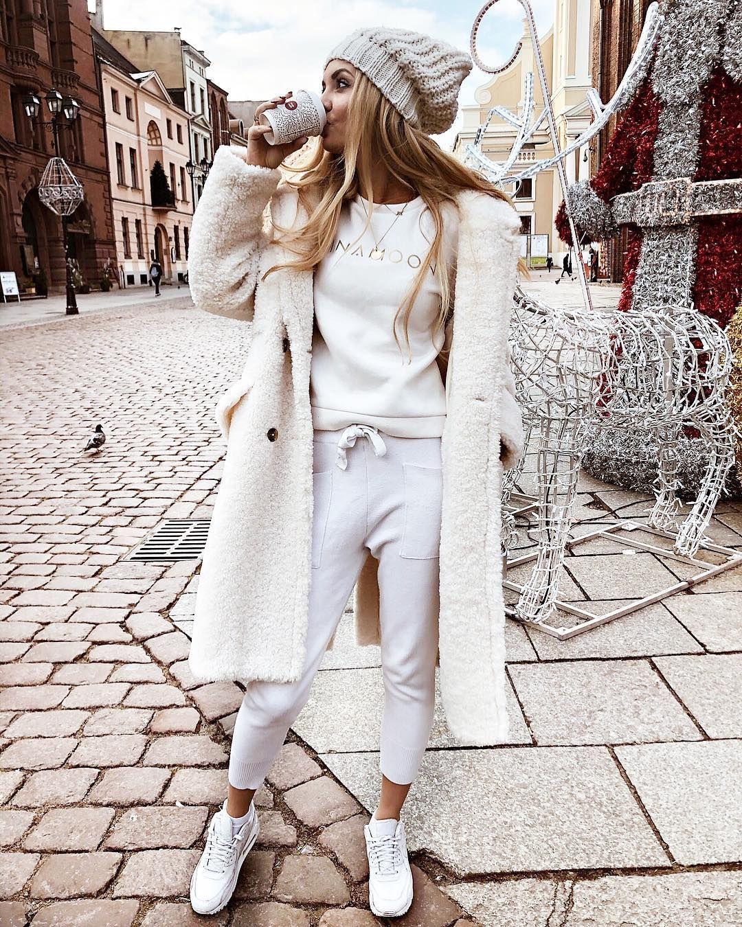Модные зимние образы в белом цвете фото 12