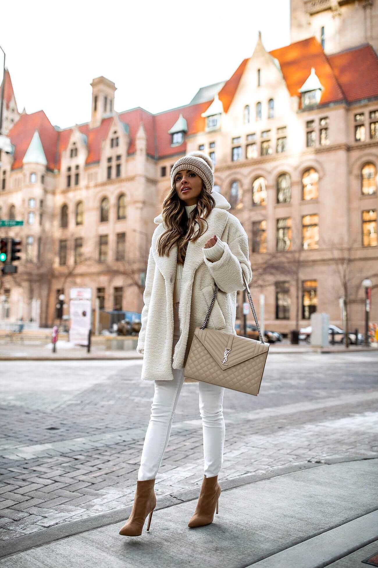 Модные зимние образы в белом цвете фото 16