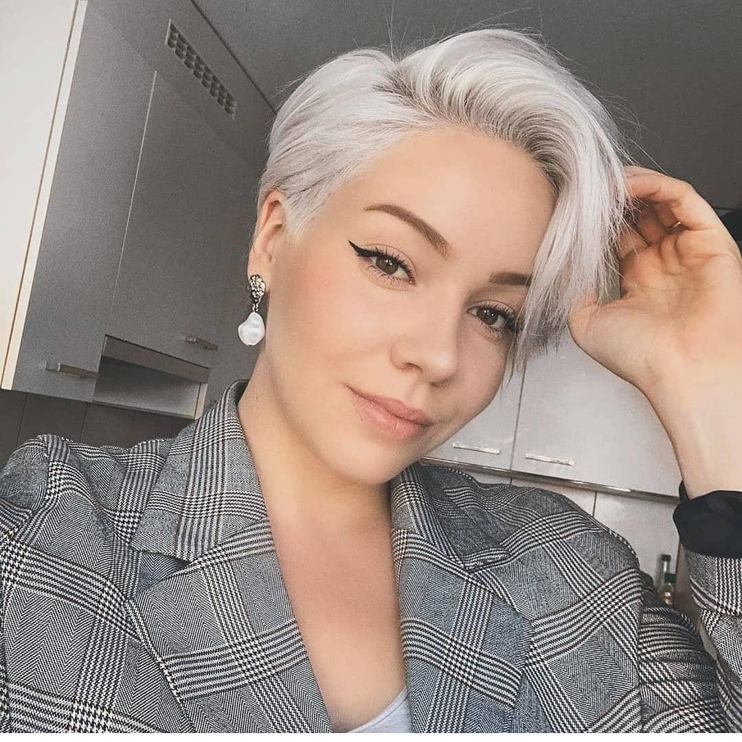 светлые стрижки на короткие волосы 2020 фото 1