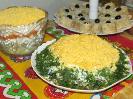 24sloenyj salat vostorg gostej ljubimaja zakuska na nashem stole 1
