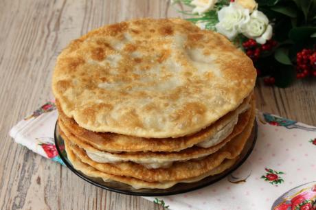 40vkusnejshie tonkie lepeshki s mjasom i syrom na skovorode budut posochnee cheburekov 1