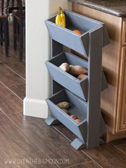 Функциональная и вместительная подставка для хранения фруктов и овощей на кухне