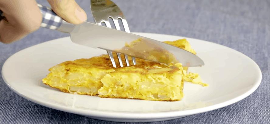 ispanskij omlet vkusnyj i sytnyj zavtrak iz dostupnyh produktov
