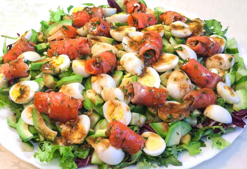 salat s krasnoj ryboj