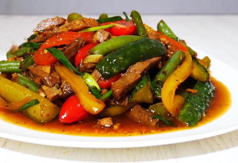 teplyj salat po tajski